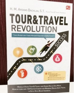 Buku Tour & Travel Revolution